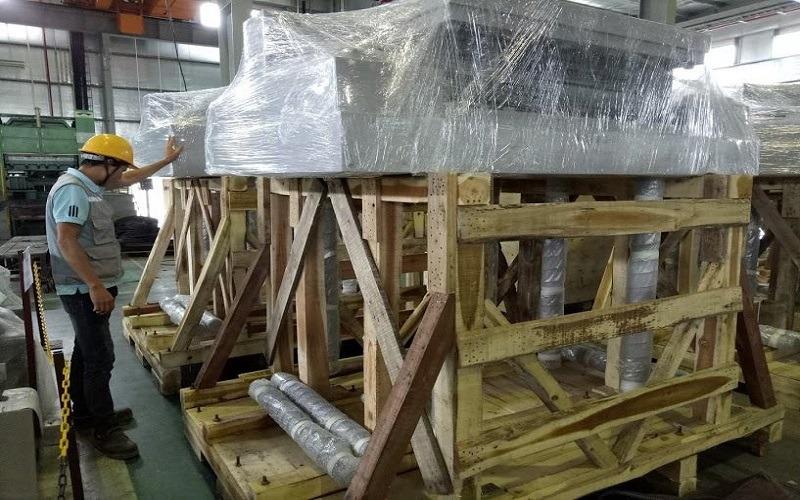 Cách bọc xe máy bằng thùng gỗ